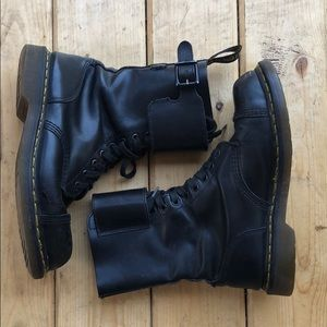 Dr martens combat boots 12 hole UK7 US women's 9